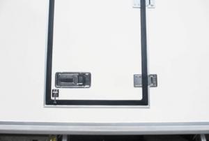 cửa hông thùng