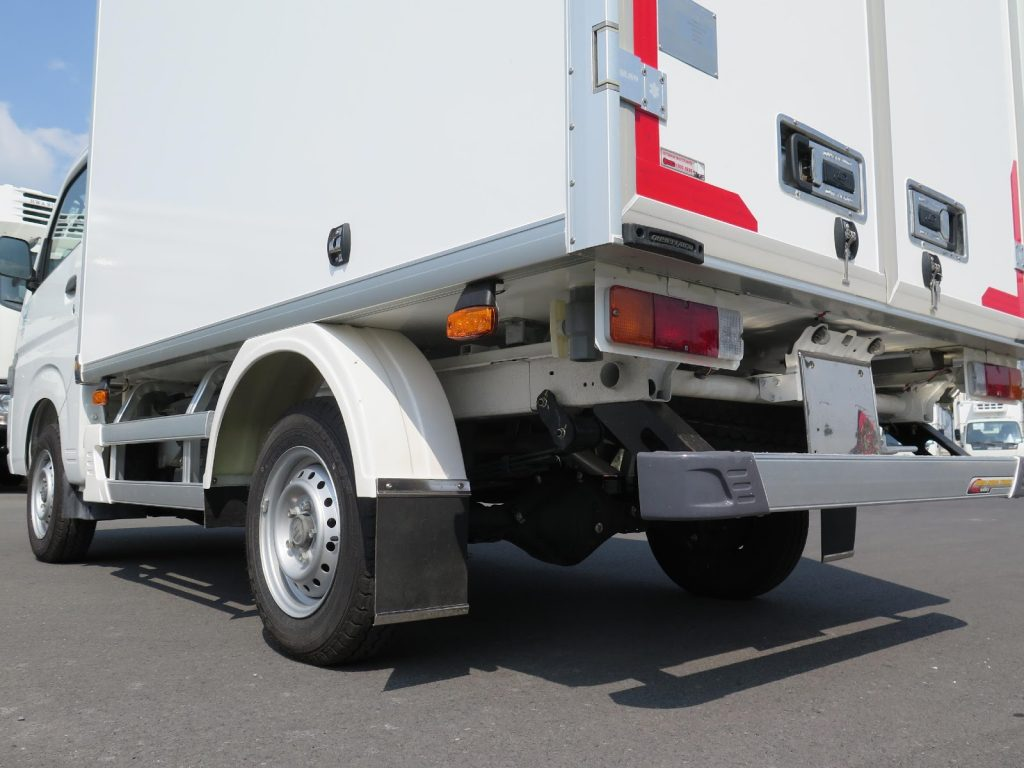 Cản hông và cản sau xe giúp tăng độ an toàn khi tham gia giao thông.