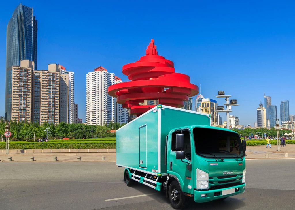 Thùng xe tải kín trên nền xe Isuzu