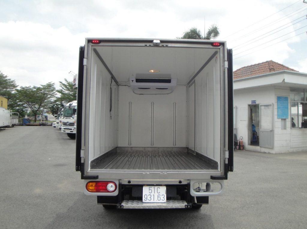 thanh lòn hơi trong thùng Xe tải đông lạnh Suzuki pro 2019
