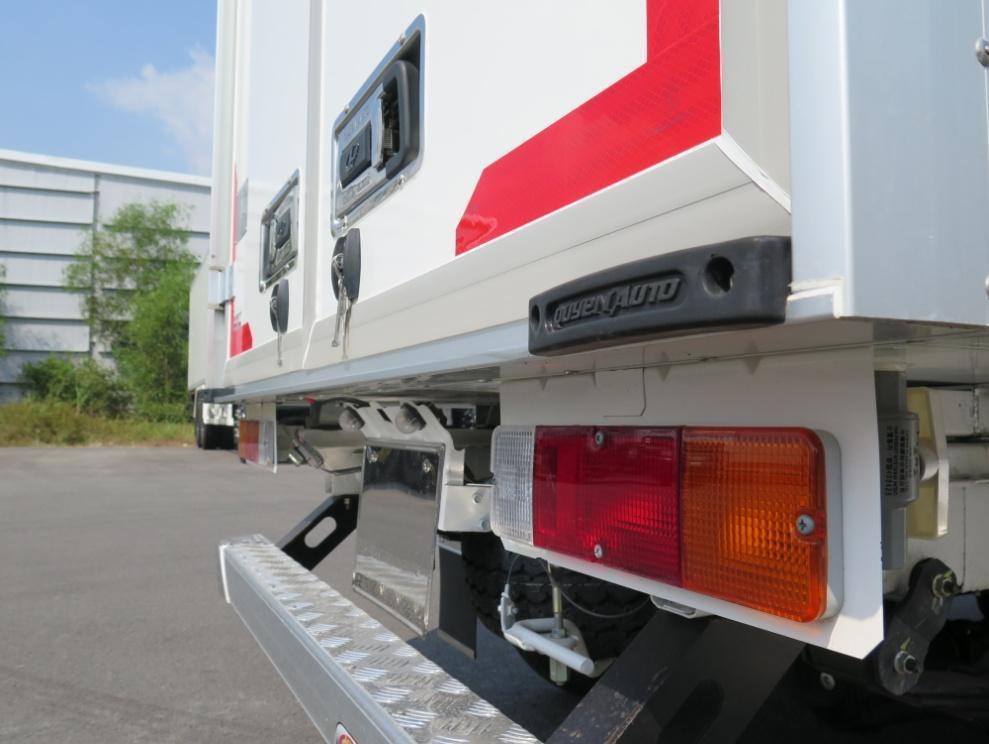cản chống va đập của xe tải đông lạnh suzuki carry pro 2019